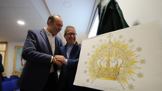 Valera, junto al hermano mayor de la Paz y el diseño de la corona