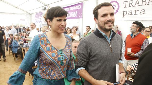 Teresa Rodríquez junto a Alberto Garzón en la fiesta del PCA celebrada este domingo en Córdoba