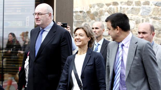 La ministra de Agricultura, Isabel García Tejerina, junto al comisario europeo de Agricultura, Phil Hogan
