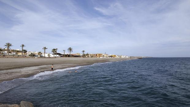 Playa de Balanegra, una de las playas con bandera azul de Almería, segunda provincia con más distintivos de este tipo en Andalucía
