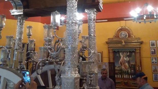 Columnas de la carreta del Rocío de Córdoba
