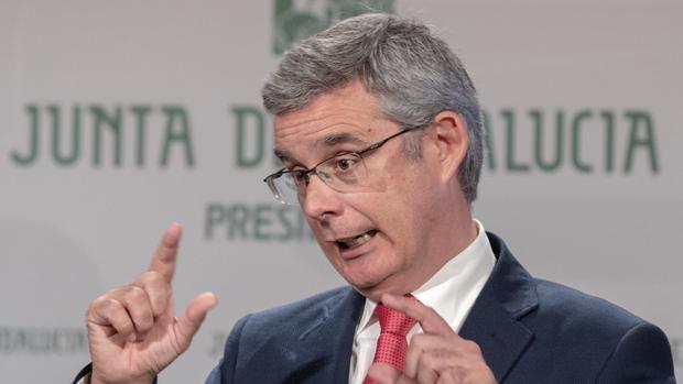 El portavoz del Gobierno andaluz, Juan Carlos Blanco, ha negado este martes las irregularidades denunciadas por el PP