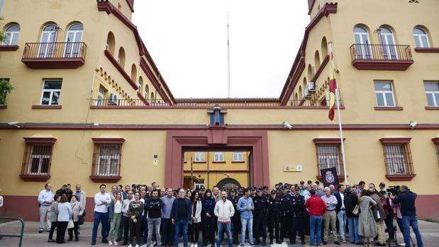 Agentes concentrados en protesta por la agresión al compañero