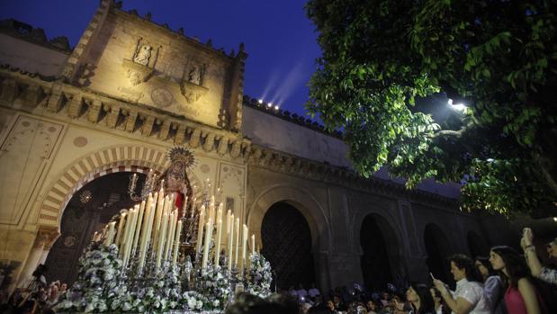 La Virgen de los Dolores en su salida extraordinaria de 2015