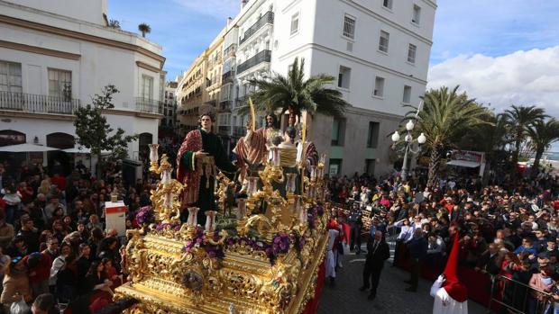 La hermandad de la Paz inauguró la Carrera Oficial