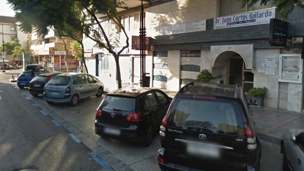 Calle Jacinto Benavente, donde se encuentra la clínica