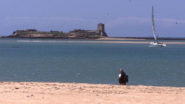 La playa de Sancti Petri, en Chiclana de la Frontera (Cádiz) ha recibido este año el galardón Bandera Azul