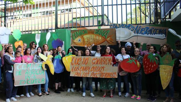 Protesta de padres en Marbella por el problema de los comedores escolares