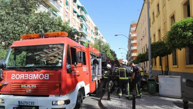 Bomberos desplazados hasta la calle Alcalde Velasco Navarro