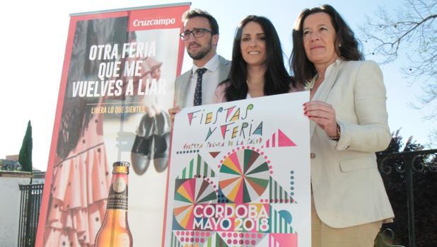 La edil de Promoción (en el Centro), hoy durante la presentación de programa de la Feria de Córdoba