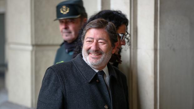 Francisco Javier Guerrero, exdirector general de Empleo, acudiendo a los juzgados de la Audiencia Provincial de Sevilla