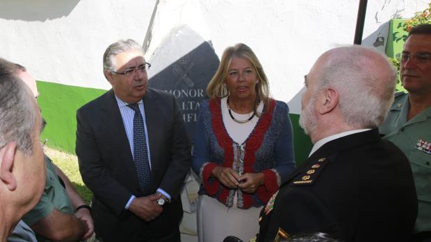 Juan Ignacio Zoido y Ángeles Muñoz con los representantes de las FCSE