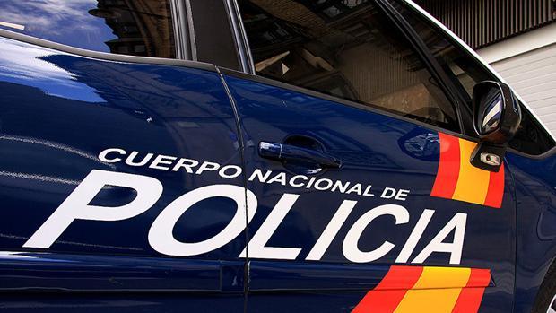 Imagen de un vehículo de la Policía Nacional, que continúa con las investigaciones.
