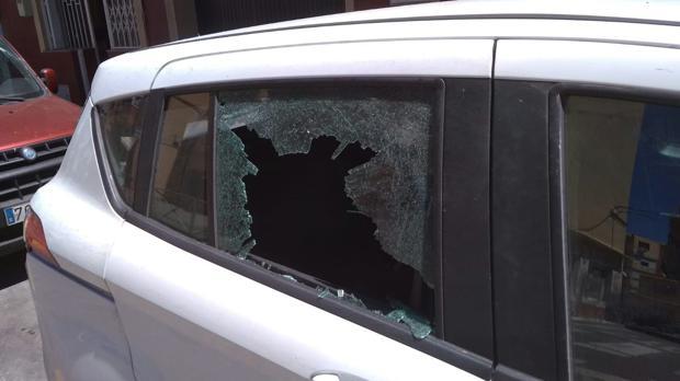 Imagen del vehículo en el que viajaba el equipo de Telecinco.