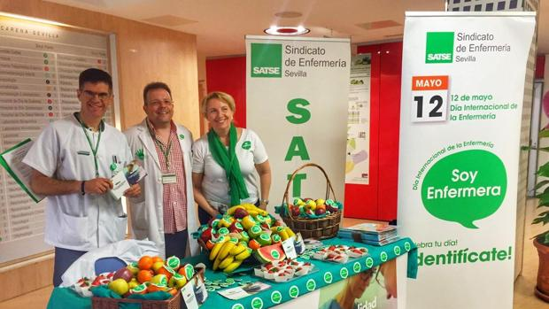 Miembros del Satse durante la reciente celebración del Día Internacional de la Enfermería en el hospital Macarena