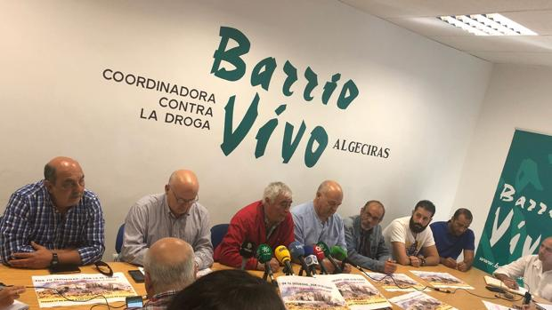 Integrantes de la plataforma «Por su seguridad, por la de todos», ayer en rueda de prensa.