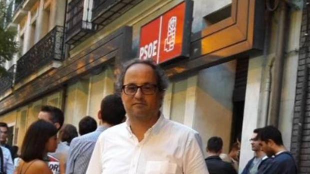 Imagen que Quim Torra colgó redes sociales frente a la sede del PSOE en Ferraz protestando contra Susana Díaz