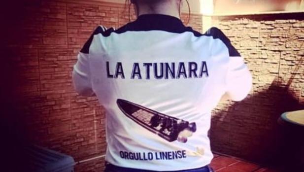 Imagen de la camiseta de apoyo a los narcos que ha generado una ola de indignación en La Línea