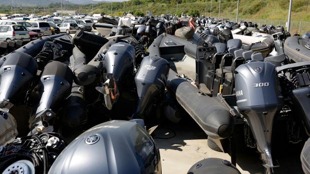 Imagen de algunas de los centenares de narcolanchas que alberga dicho depósito