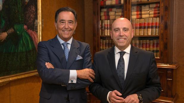 Miguel Ángel Cabelloy Joseba Barrena, al inicio del Consejo de Administración celebrado esta tarde.