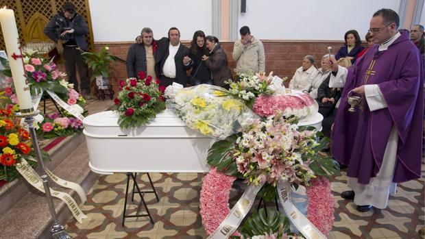Imagen del funeral de la pequeña María Esther