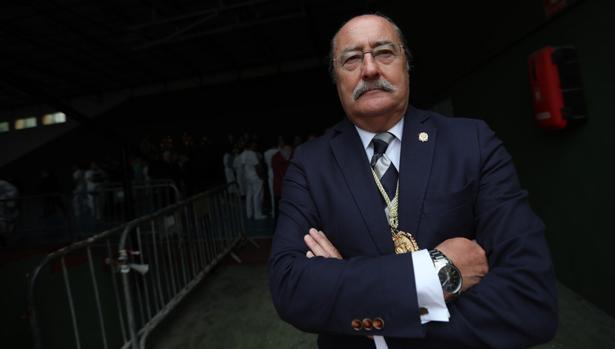 Alfonso Cortés encara tranquilo el próximo cabildo de elecciones.