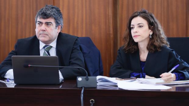 Luis García Navarro y Lourdes Fuster en el juicio del caso ERE