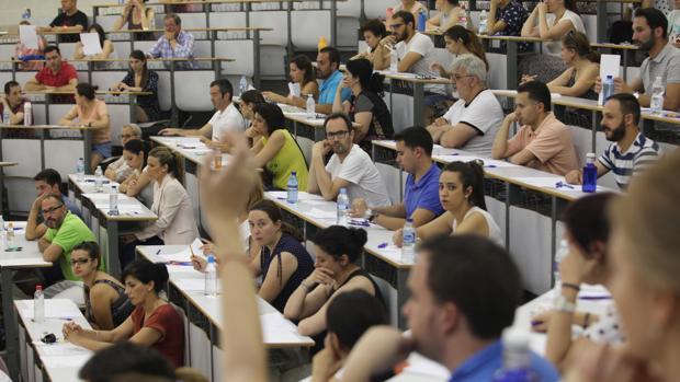 Opositores en Córdoba en los momentos previos a la realización de la prueba