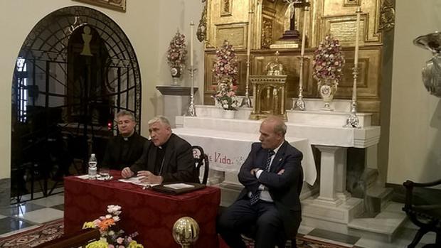 Jesús García Cornejo, junto al obispo Rafael Zornoza y Juan Carlos Jurado