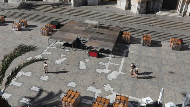 Preparativos en la Plaza de la Catedral