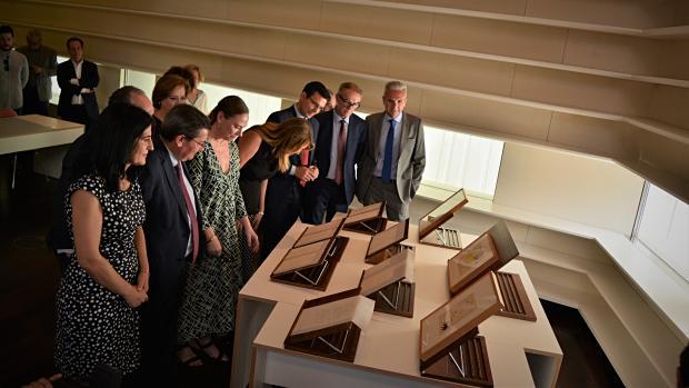 Autoridades de distintas instituciones han visitado esta mañana el Centro Lorca de Granada.