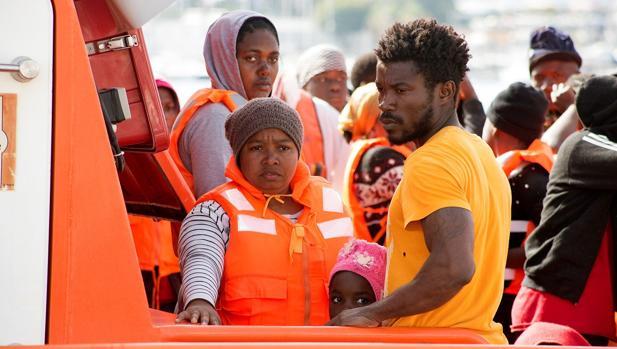 Foto de archivo del rescate de migrantes de una patera