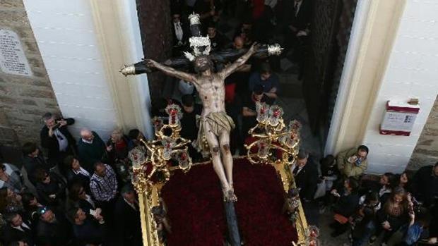 El Cristo de Expiración, en su salida desde Santa María