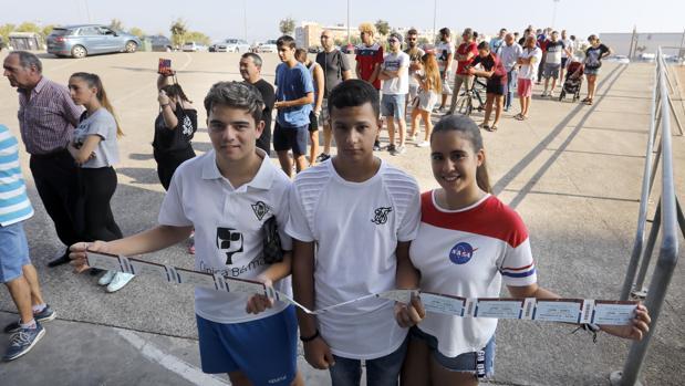 Multitudinaria respuesta a la venta de entradas del España-Albania en El Arcángel