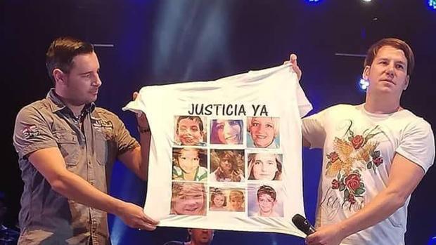 Camiseta que exhibió el dúo Andy y Lucas durante un concierto