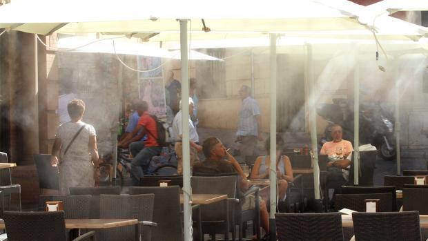 Veladores del centro de Sevilla durante los meses estivales