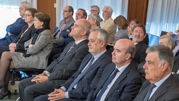 Chaves, Griñán, Zarrías y el resto de acusados en el juicio del caso ERE en la Audiencia de Sevilla