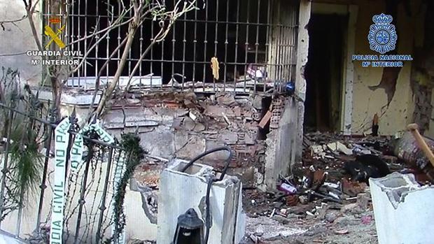 La carga de una de las últimas bombas explosionadas destrozó parte de una casa