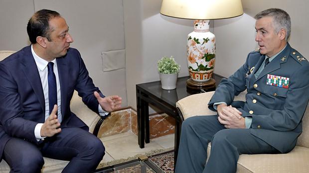 Celis con el general Blázquez, este miércoles en Sevilla