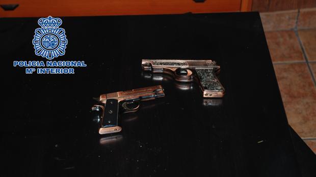 Pistolas simuladas utilizadas por los presuntos atracadores