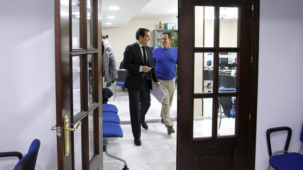 José Antonio Nieto y Rafael Merino, en una comparecencia en la sede del PP de Córdoba