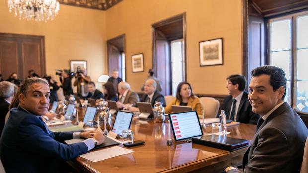 Juanma Moreno preside su primer Consejo de Gobierno en San Telmo