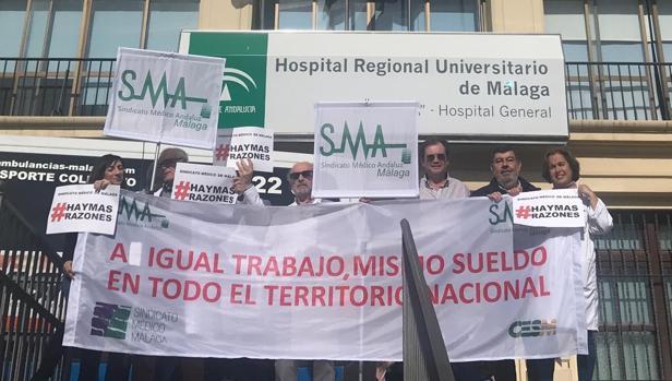 Protestas frente al Hospital General de Málaga