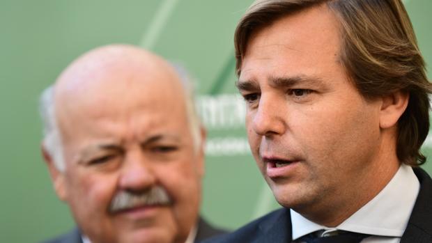 Antonio Repullo junto a Jesús Aguirre en la Delegación del Gobierno andaluz