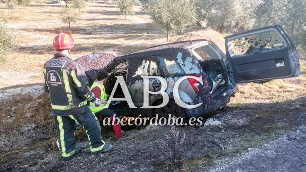 Imagen del vehículo accidentado en Baena con el camión en la N-432
