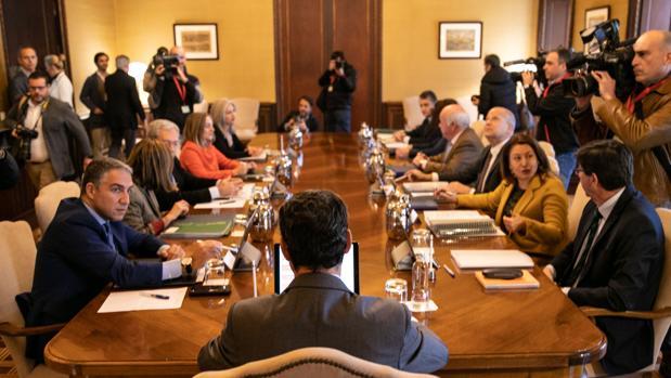 Primer consejo de Gobierno presidido por Juanma Moreno en San Telmo y al que no acudió García Valera por motivos de salud
