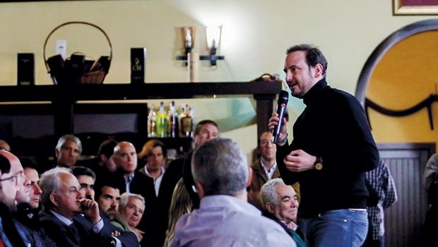 Fran Gálvez, CEO de Galpagro, presentando el proyecto Olivetrace a los asistentes a la joranda «Rural Innovation Day», en la Finca El Valenciano