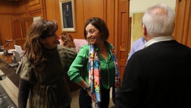 La alcaldesa y la edil Mar Téllez en un Pleno municipal