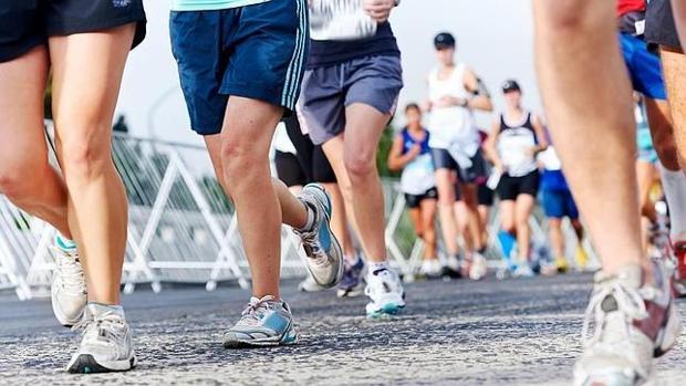 Corredores en una media maratón