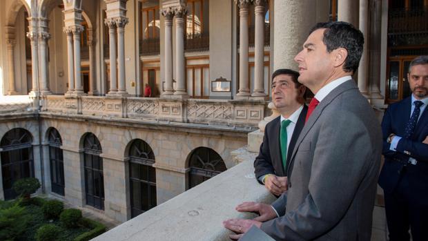 Juanma Moreno con Francisco Reyes, presidente de la Diputación de Jaén